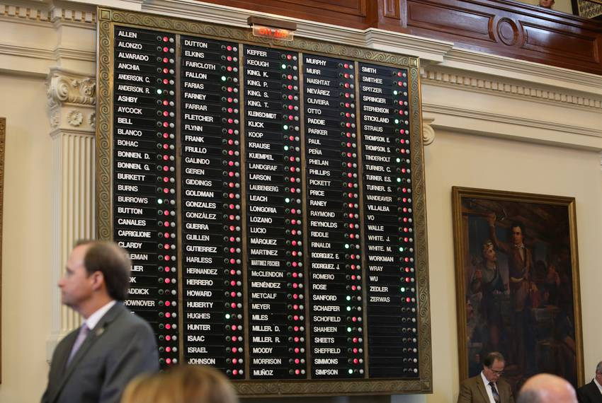Electronic voting board in House lights up with red votes for Joe Straus for Speaker of the House.