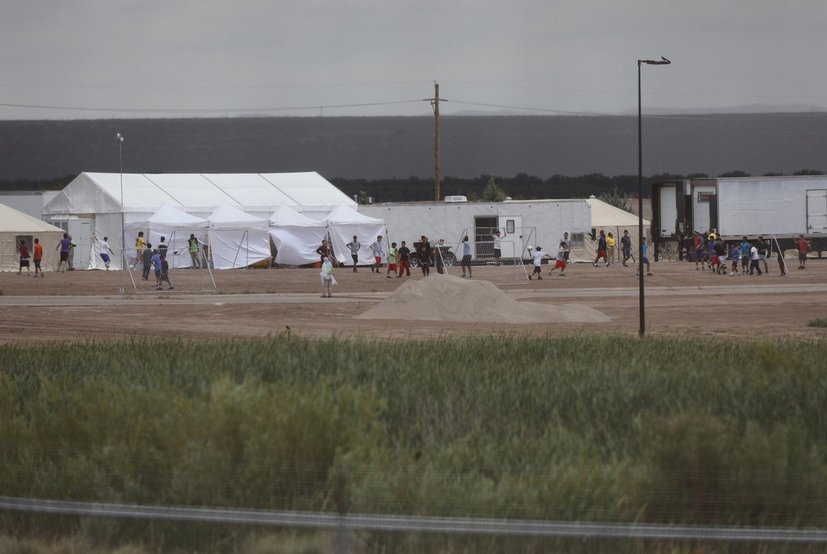 texastribune.org - Julián Aguilar - Legal aid group trying to help immigrant children detained in Tornillo find their families