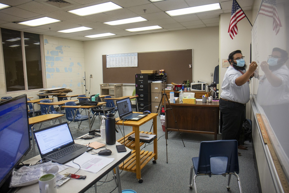 Faceless avatars and microphone malfunctions: A Houston teacher wonders if his students are learning