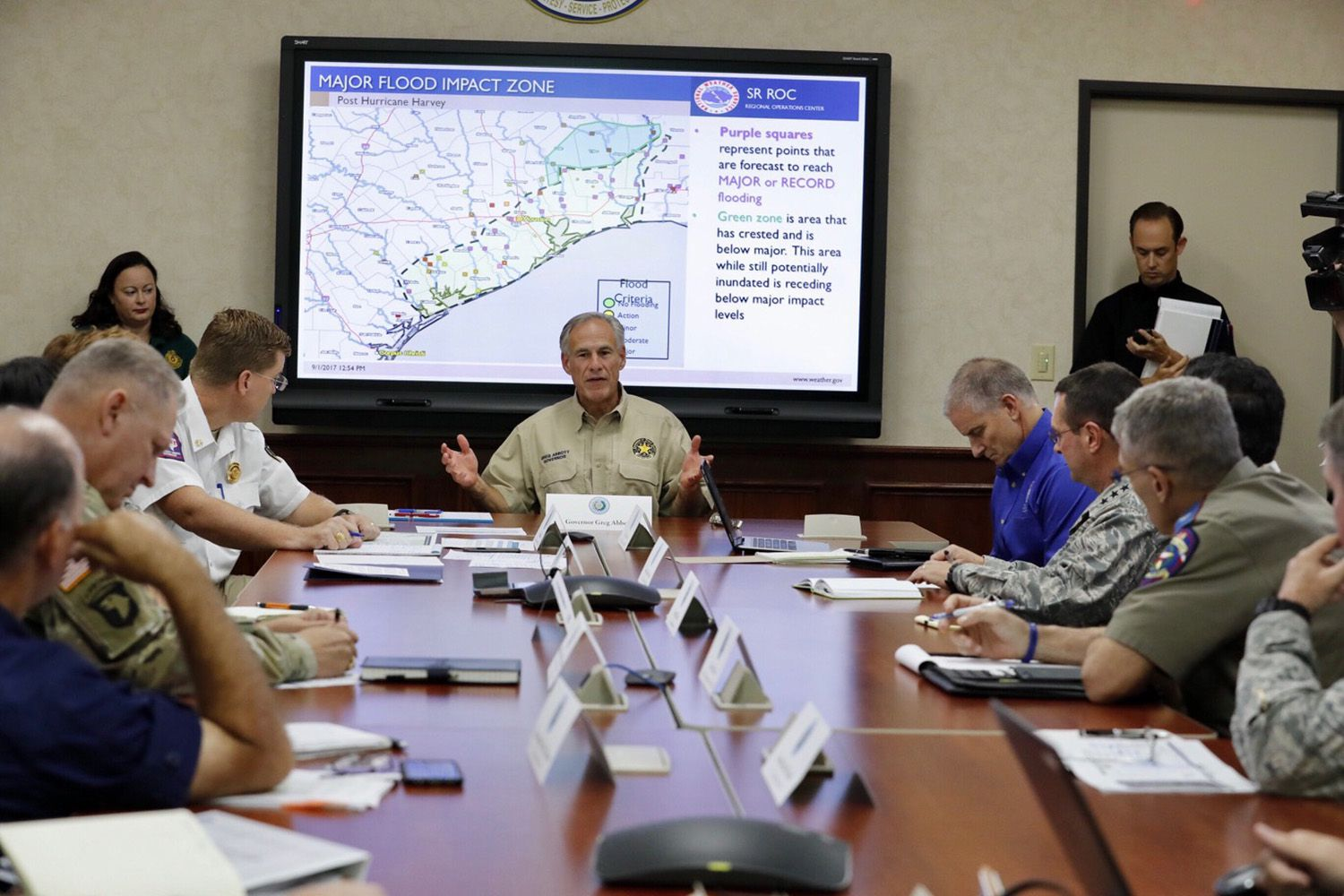 Gov. Greg Abbott presides over a briefing at theTexas Division of Emergency Management in Austin on Friday, Sept. 1, 2017.