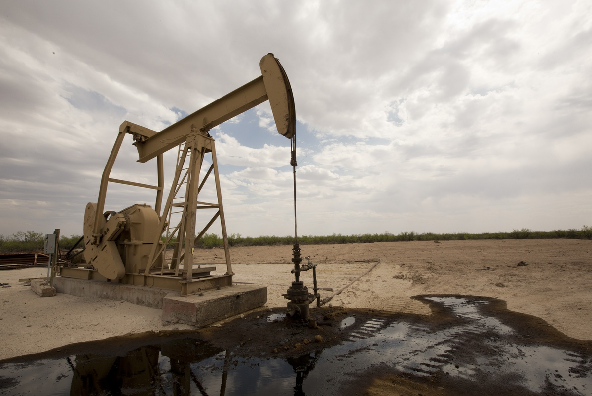 How will the collapse in oil prices impact Texas? | The Texas Tribune