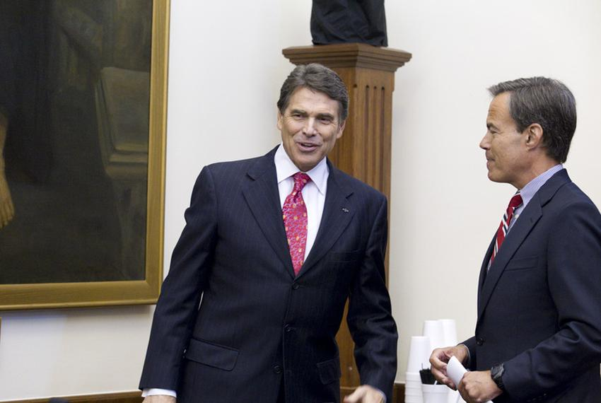Gov. Rick Perry, l, talks with House Speaker Joe Straus, r, following a Cash Management Committee meeting at the Capitol o...
