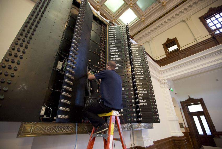 Ryan Babcock make repairs to the Texas House of Representatives board on Aug 3,2016