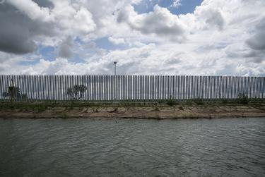 According to some engineers and hydrologists, Fisher's new privately-funded border wall in Mission is in danger of falling into the Rio Grande.