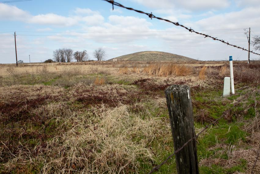 A mound of toxic coal mine waste left by an energy company, Luminant, sits near farmland, homes and businesses in Sulphur ...
