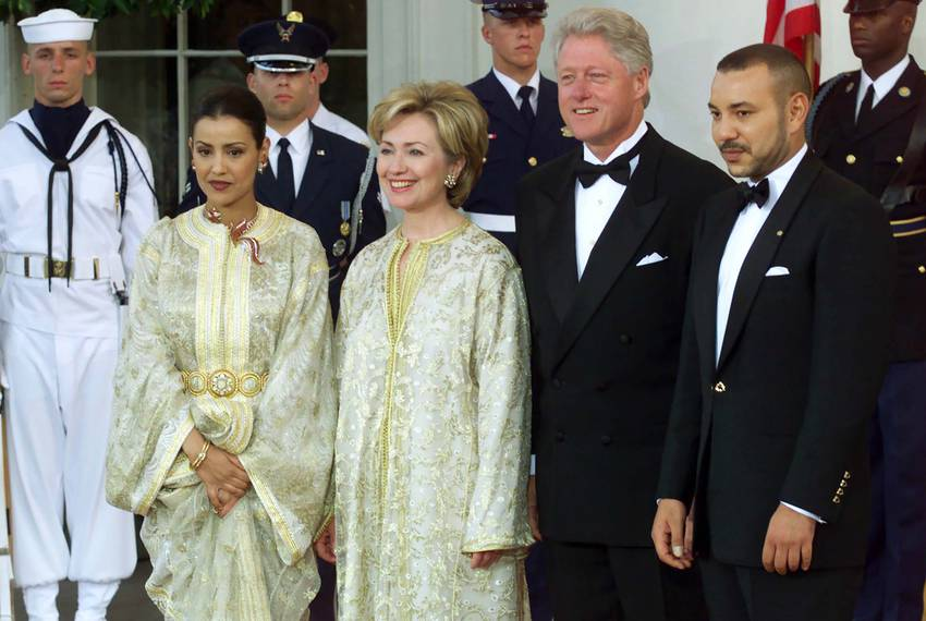 U.S. President Bill Clinton (2ndR), King Mohammed VI of Morocco (R), Hillary Clinton (2ndL) and Princess Lalla Meryem (L) ...