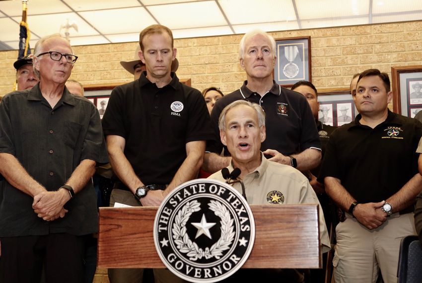 Gov. Greg Abbott (center) at a press conference with State Rep. Todd Hunter (left), FEMA Director Brock Long and U.S. Sen. John Cornyn (center) in Corpus Christi on Aug. 28, 2017.