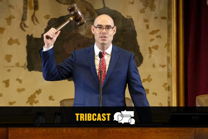 House Speaker Dennis Bonnen adjourns sine die from the dais on May 27, 2019.