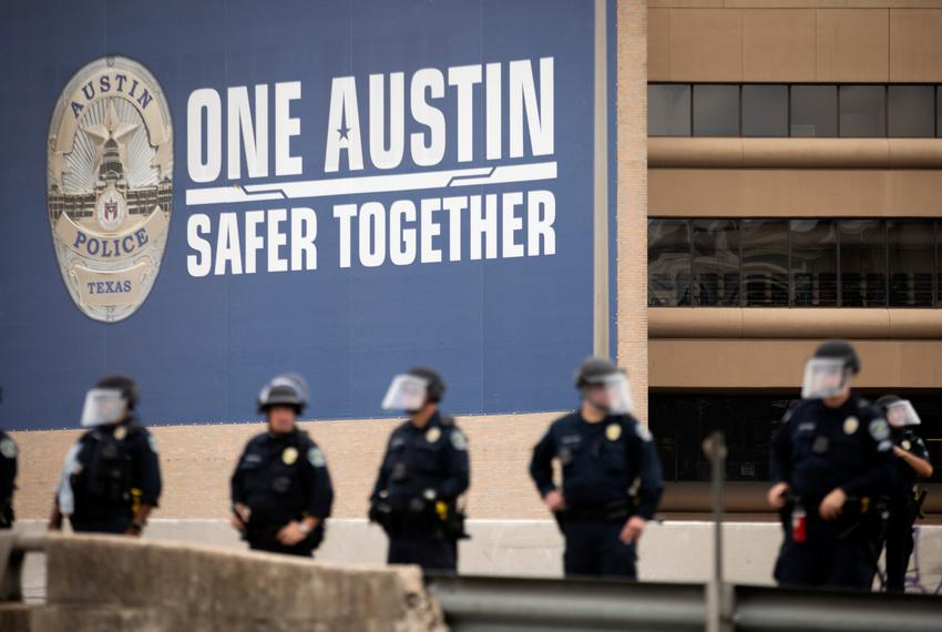 Austin police officers gathered on Interstate 35 to remove protesters from the highway. May 31, 2020.