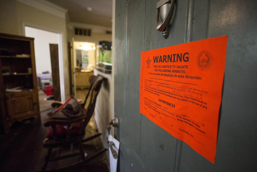 A notice to vacate gives tenants three days to move out.