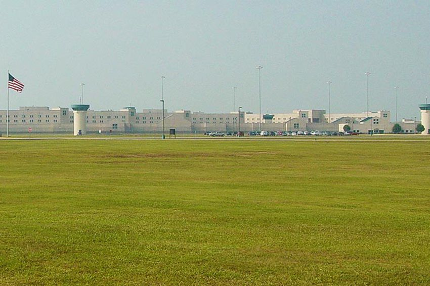 USP Beaumont is ahigh-security federal penitentiary with an adjacent minimum security satellite camp. The facility is part of theBeaumont Federal Correctional Complex.