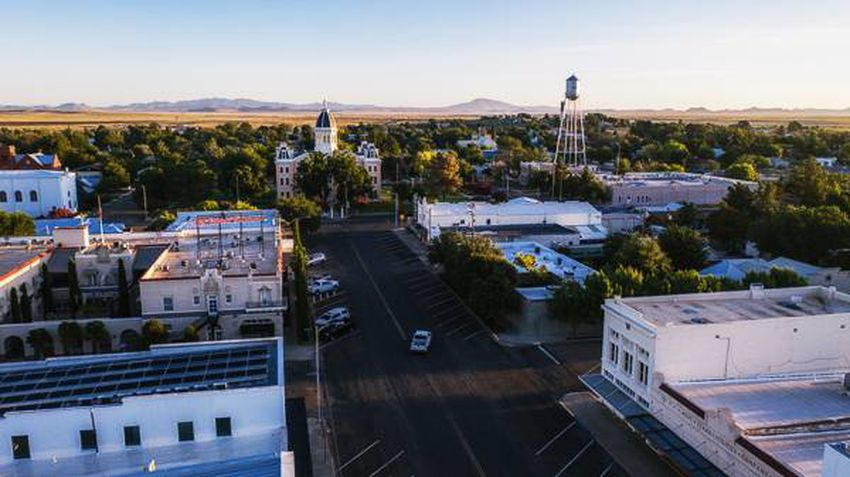 The town of Marfa, Texas is in the middle of nowhere with pristine, nearly untouched land all around it. Marfa offers a uniq…