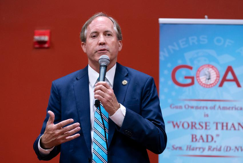 Attorney General Ken Paxton speaks to the Gun Owners of America assembly in 2018.